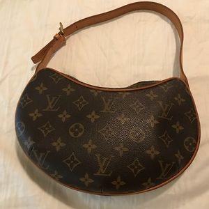 💯 %authentic Louis Vuitton Croissant handbag